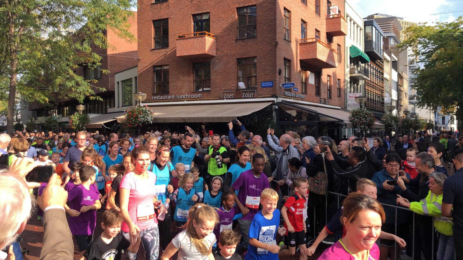 Start van de Mini Marathon 1 mijl van de Marathon Eindhoven