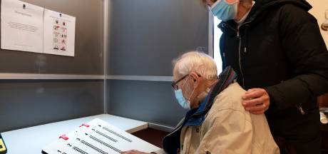 Stemmallen geven mensen met een visuele beperking meer privacy bij stemmen in Vught