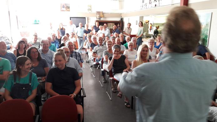 Afgelopen zomer werd onder grote belangstelling de dorpsvisie Schore gepresenteerd in het dorpshuis. Nu is het tijd voor het in de praktijk brengen van de plannen.