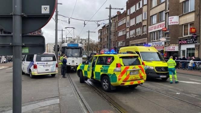 Man zwaargewond na aanrijding door tram in Hoboken