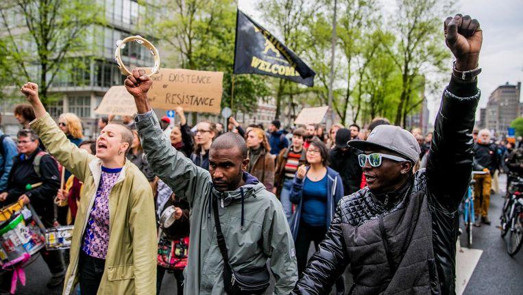 Asielzoekers van de groep We Are Here demonstreren om solidariteit te vragen voor de situatie van de vluchtelingen die meerdere woningen kraakten in april 2018 Beeld ANP