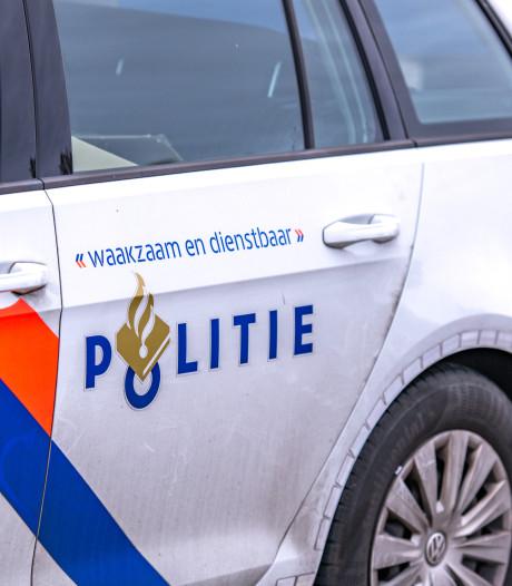 Dronken man probeert de ene agent te bijten en schopt de andere in gezicht op station Winterswijk