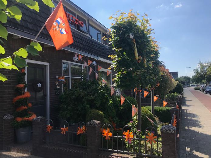 Een van de weinige oranje voortuinen in Veenendaal.