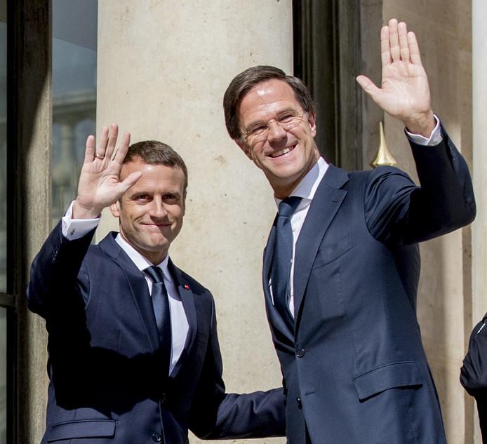 Demissionair premier Mark Rutte ontmoet de nieuwe Franse president Emmanuel Macron op het Elysee-paleis