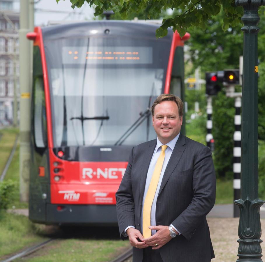HTM-directeur Jaap Bierman wil dat reizigers beter worden geïnformeerd. ,Kijk naar de NS. daar kunnen we echt van leren.'