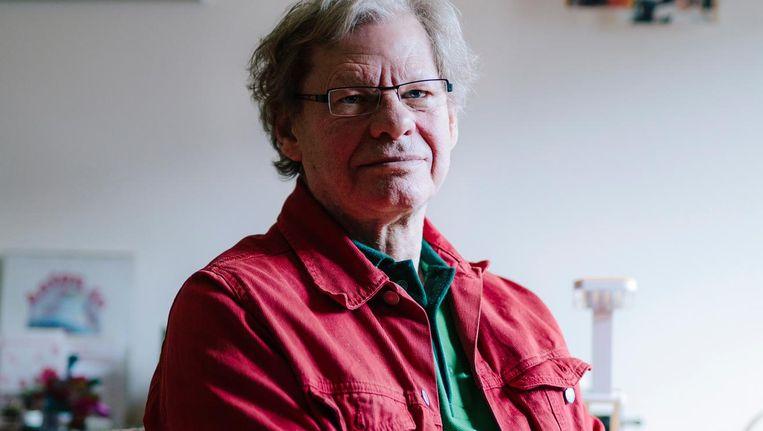 Anton Witzen is een van de ongeveer 20.000 Amsterdammers die door ziekte of ouderdom niet in staat zijn zelf hun huis schoon te maken. Zij kunnen via de Wmo hulp vragen bij de gemeente. Beeld Marc Driessen