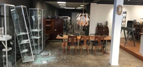 Ravage bij Apeldoornse juwelier groot: 'Overal bloed en glas'