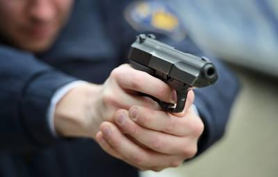 Agenten met kogelwerende vesten naar Terheijden: 'Er staan hier twee gewapende mannen op straat'