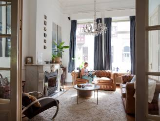 """Binnenkijken in het herenhuis van Annelies en Vincent mét authentieke inboedel: """"De schouwen, het behang, de bureaus … alles is nog origineel"""""""