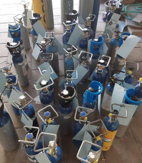 83 flessen lachgas opgeslagen in Eindhovense woonwijk: 'Gevaarlijk bij brand'