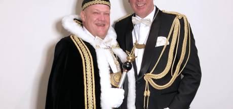 Robert d'n Uurste en adjudant Jan heersen in 't Waoterrijk Nuland