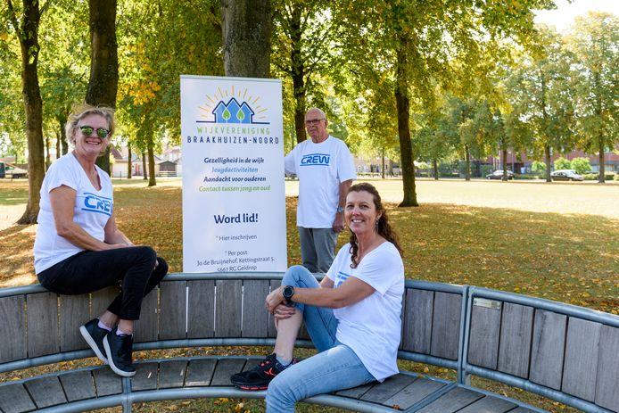 Ria Wolters, Noud van den Broek en Miranda Scriwanek (vlnr) willen meer gezelligheid in de buurt.
