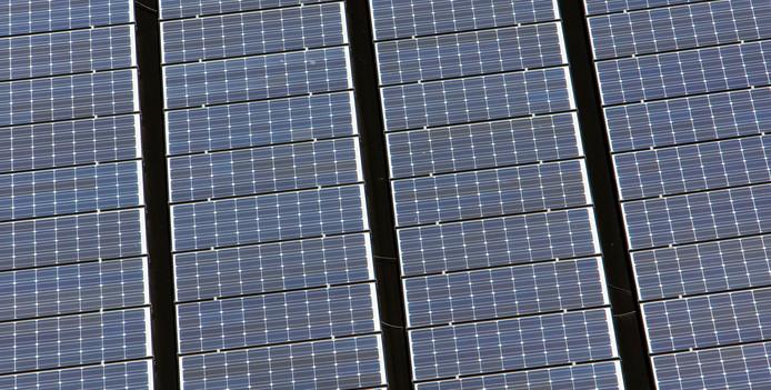 Op het nieuwe dak van de manege in Brummen wordt mogelijk groene energie opgewekt.
