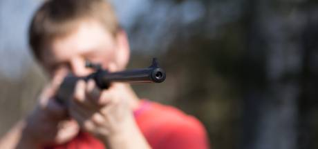 Man tijdens lunchwandeling beschoten met luchtbuks in Veldhoven, verdachte (18) aangehouden