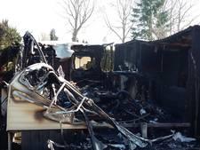 Brand verwoest stacaravan op recreatiepark in Terwolde
