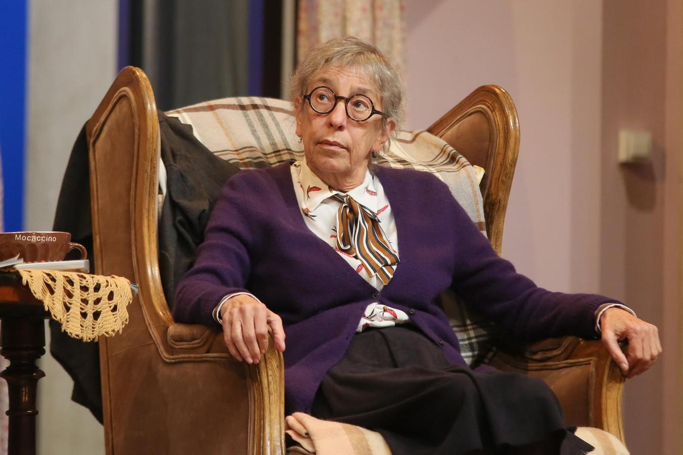 Anémone lors d'une pièce de théâtre en 2017