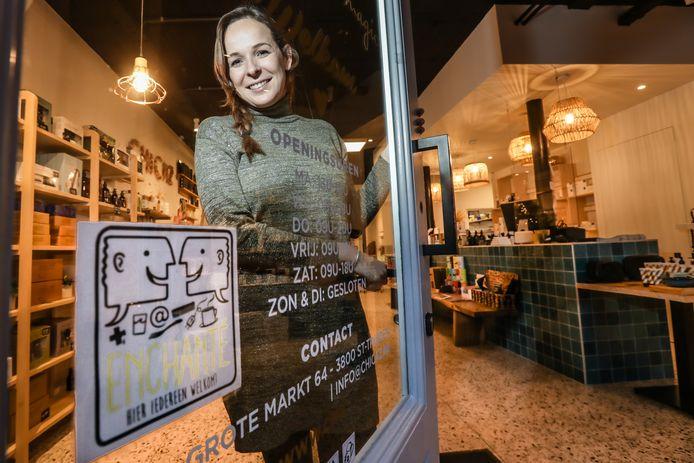Ook Sofie Carlier van Chicaz Beauty Bar op de Grote Markt in Sint-Truiden doet mee met 'De Uitgestelde Week'.