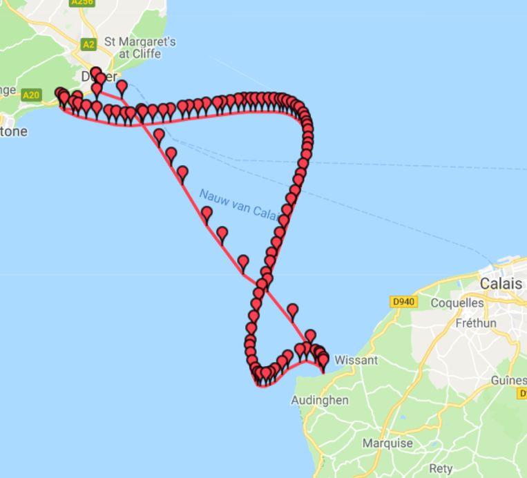 De kronkelende lijn is de weg die Matthieu heeft afgelegd. De eerder rechte lijn toont het ideale traject.