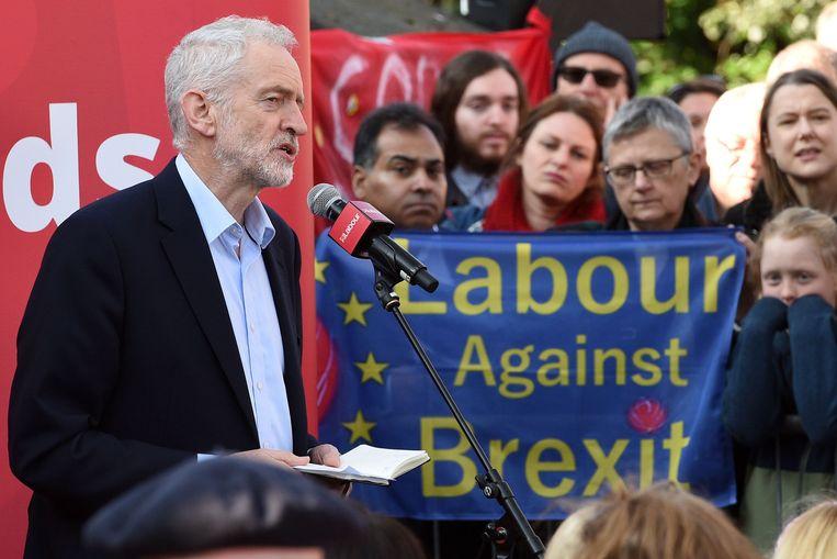 Tijdens een bijeenkomst in Broxtowe pleit Corbyn voor een nieuw referendum indien zijn alternatief niet wordt geaccepteerd.  Beeld AFP