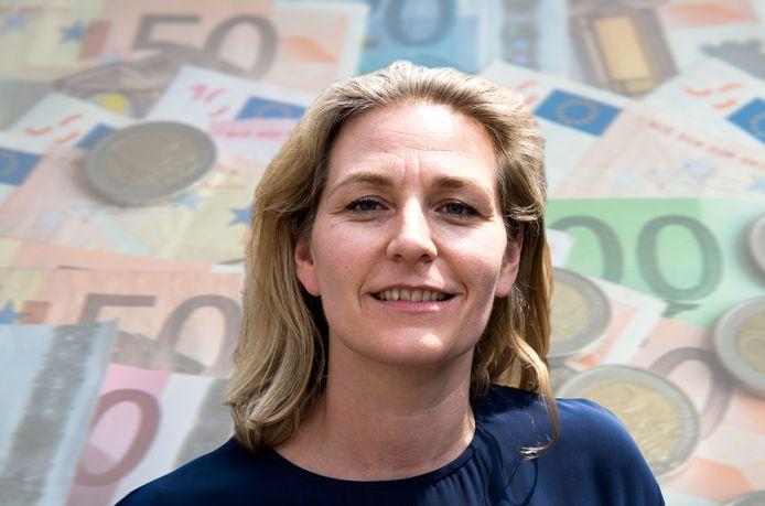 Wethouder Anke Klein van Financiën.