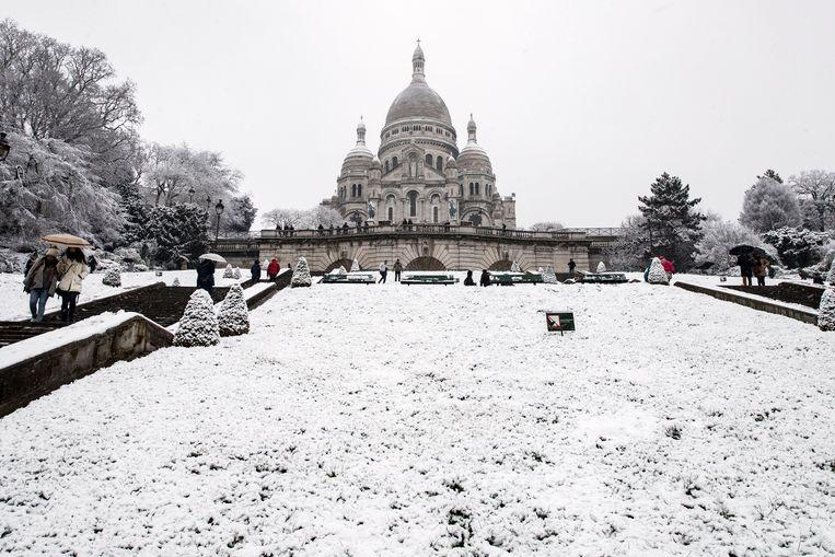 Het Parijse Montmartre bedekt onder een wit laagje.
