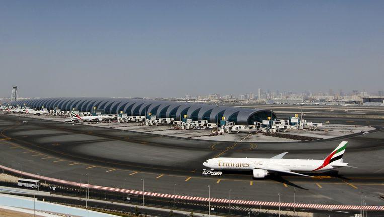 Een vliegtuig van Emirates Airlines op de megaluchthaven Dubai International Airport. Beeld Reuters