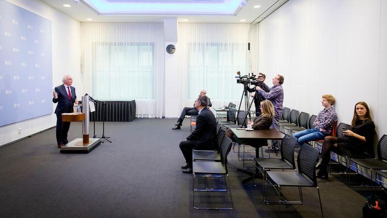 Lijsttrekker van de Vrijzinnige Partij Norbert Klein tijdens de presentatie van zijn boek 'Out of the Box'. Het boek is een afrekening met 50Plus, de partij die Klein in 2014 aan de kan zette als fractievoorzitter. Beeld anp