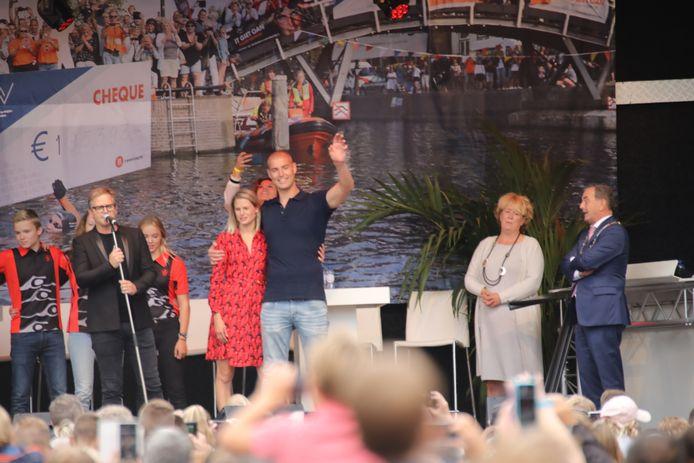 Maarten van der Weijden op het podium in Waalwijk.