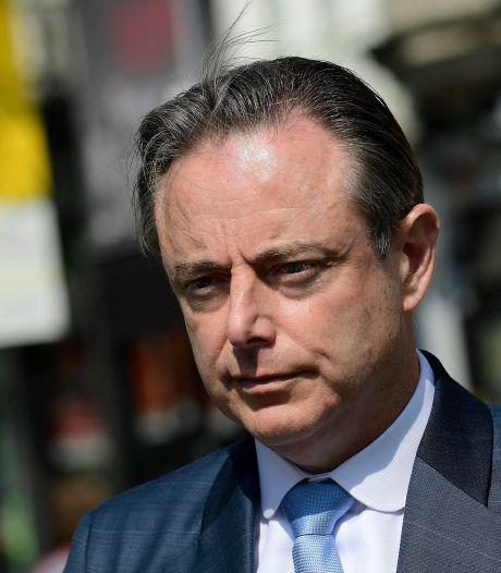 """Bart De Wever kijkt met strakke blik naar het noorden: """"Nederland rijdt een sprint tegen de drugsmaffia. Als we nu niet hoger schakelen, verschuiven alle problemen naar ons"""""""