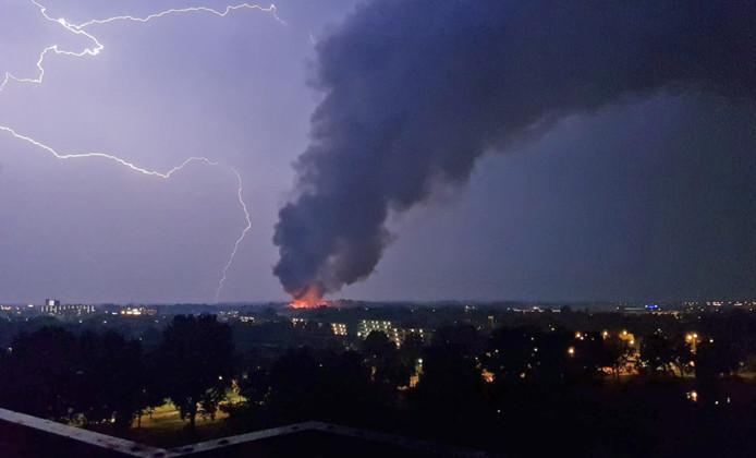 Elsa de Leeuw maakte een prachtige foto van de rampzalige brand op een school in Ede.