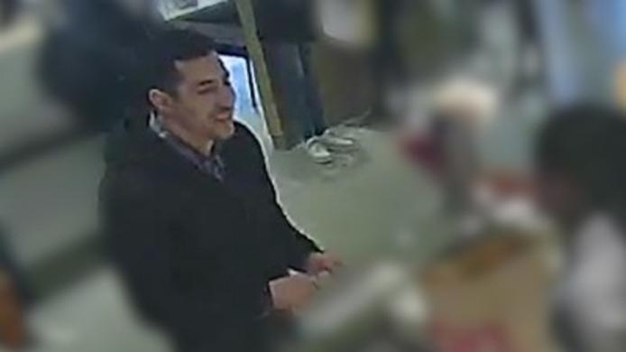De man gebruikte de pinpas van de vrouw in een McDonald's aan de Coolsingel in Rotterdam