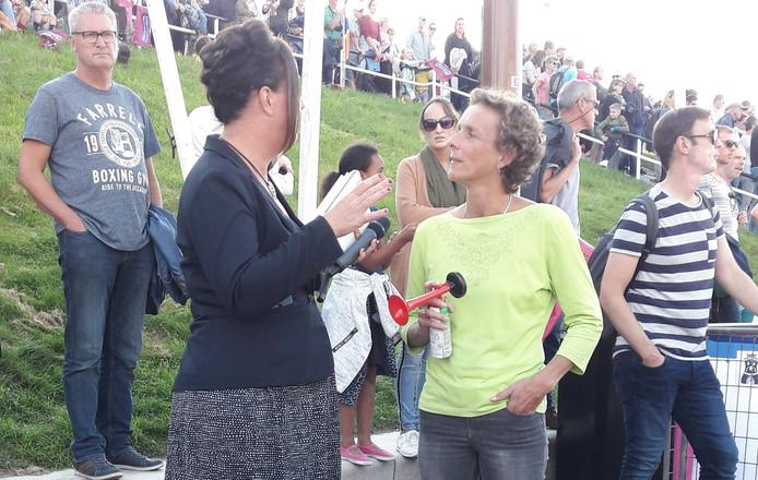 Leonie Ton loste het startschot voor de Ladiesrun.