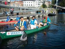 400 vrijwilligers ruimen zwerfvuil op, waaronder Zuhal Demir in een kano