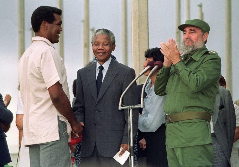 In 1991 met Nelson Mandela en Fidel Castro. Beeld afp