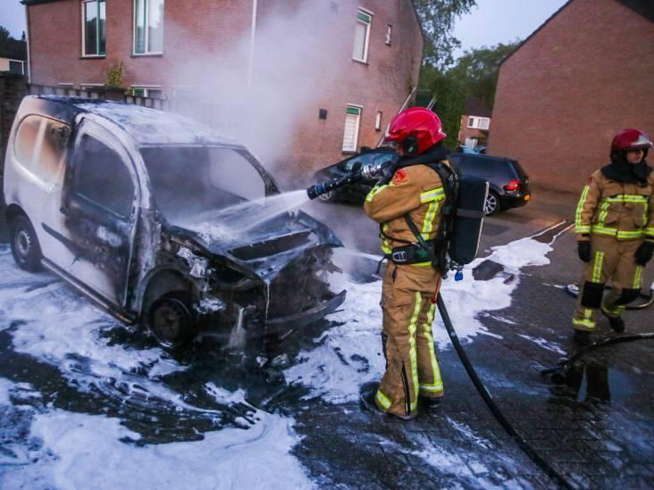 Auto brandt uit in Asten