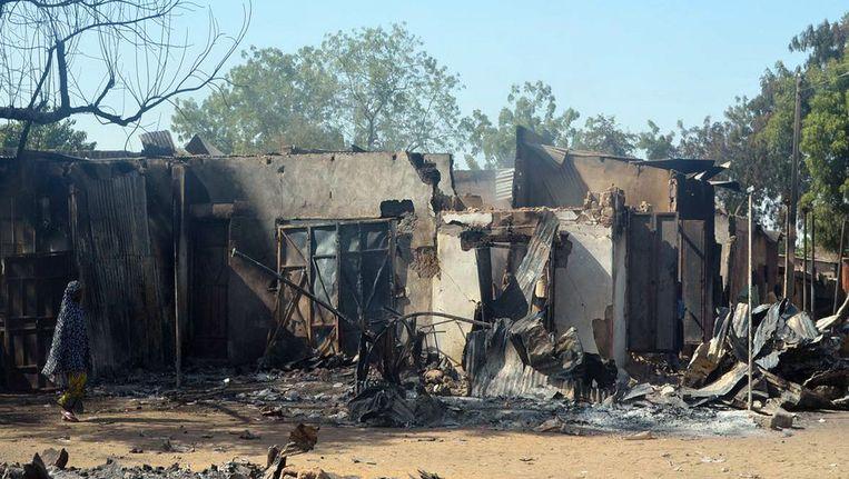 Verbrande huizen in Bama in Nigeria nadat leden van de Islamitische terreurbeweging de gebouwen in brand stak. Beeld afp