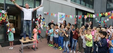 Manusje-van-alles Jan Verhoeven wint titel Conciërge van het Jaar in Waalwijk