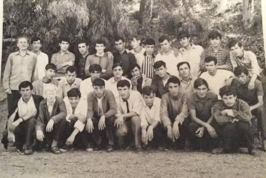 Charles Deckers (uiterst links) met de jongens van zijn beroepsschool in Tizi-Ouzou.