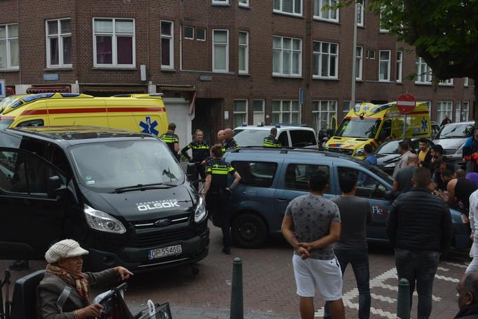 Bij een botsing op het Kaapseplein in Den Haag zijn vanmiddag meerdere mensen lichtgewond geraakt.