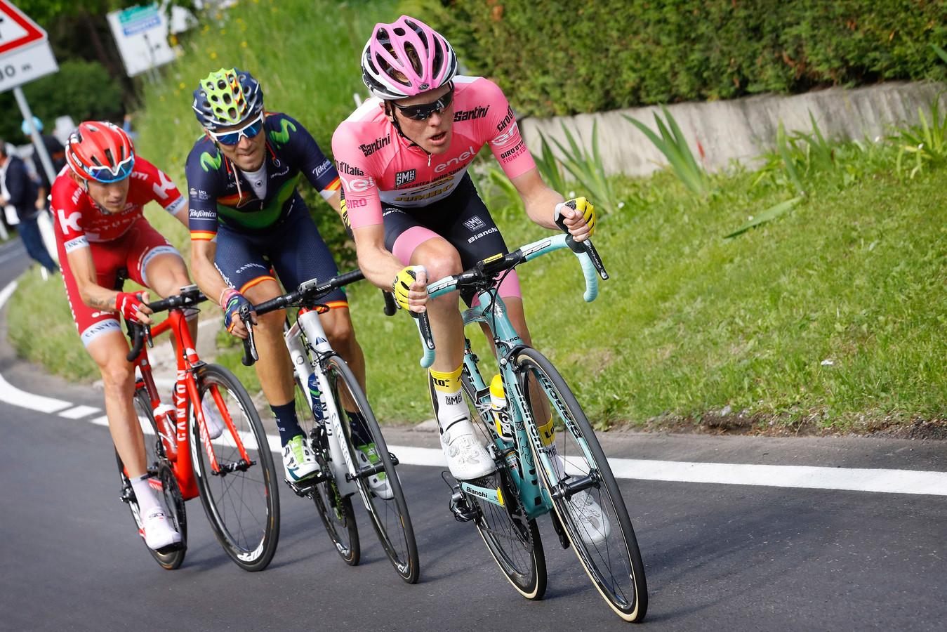 Kruijswijk in het roze tijdens de Giro van 2016.