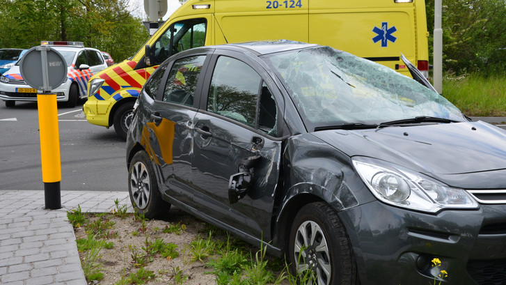 Auto total-loss na ongeluk met busje in Breda
