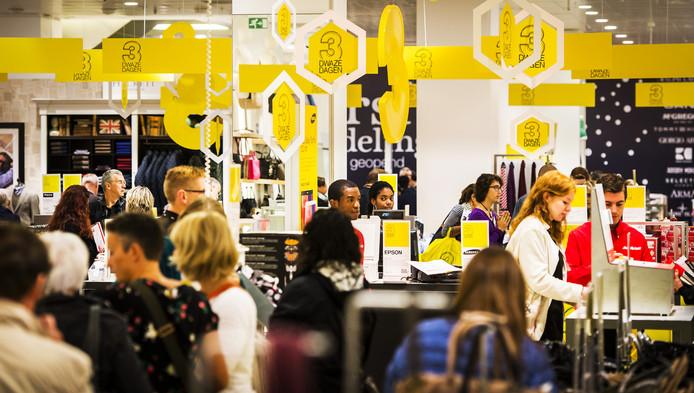 Winkelen bij de Bijenkorf in Amsterdam.