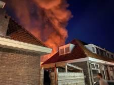 Brand in schuur Bilderdijkstraat: hoge vlammen en flink wat rook