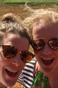 Ireen Wüst vraagt vriendin Letitia de Jong ten huwelijk: 'En gelukkig zei ze... JA!'