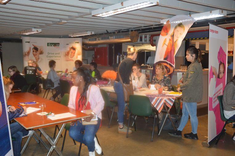 Meer dan 450 mensen kwamen naar de jobbeurs in De Kuip.