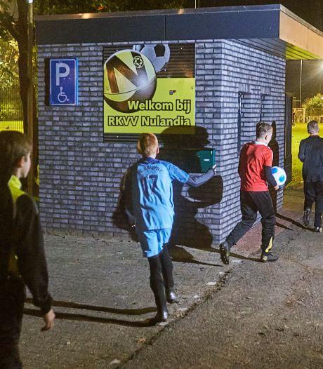 Coronabesmettingen bij voetbalclub Nulandia: vier teams aan de kant