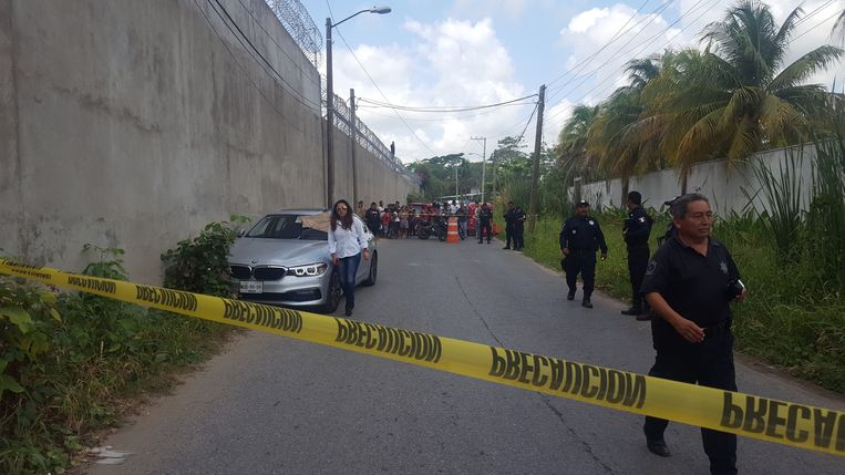 epa06740276 General view of the crime scene where Mexican journalist Juan Carlos Huerta was traveling when he was murdered in city of Villahermosa, capital of the southern state of Tabasco, Mexico, 15 May 2018. Mexican journalist Juan Carlos Huerta was assassinated today when he left his home outside the city of Villahermosa, capital of the southern state of Tabasco, official sources confirmed.  EPA/STR