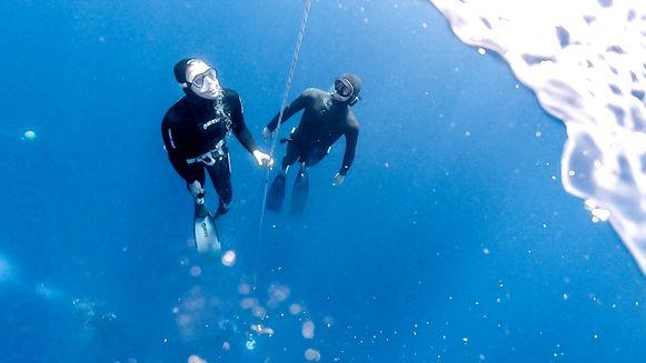 Julie Van den Steen onder water.