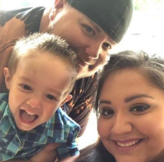 Raiden met zijn ouders Adan en Mariah.