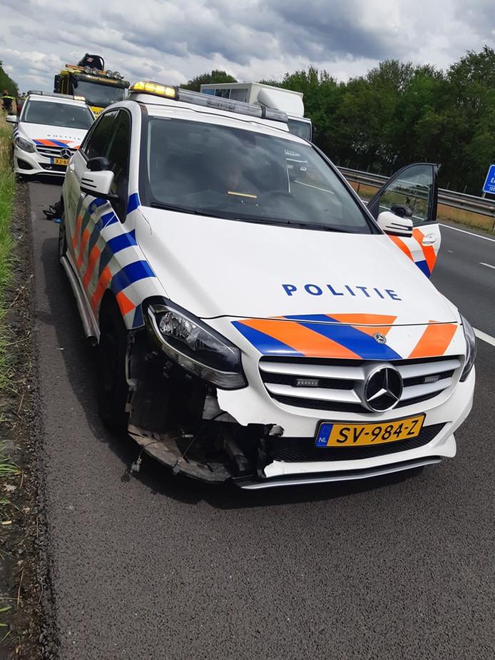 Bestuurder scheurt met 200 km/uur over de vluchtstrook van Lierop naar Eersel en ramt politieauto's